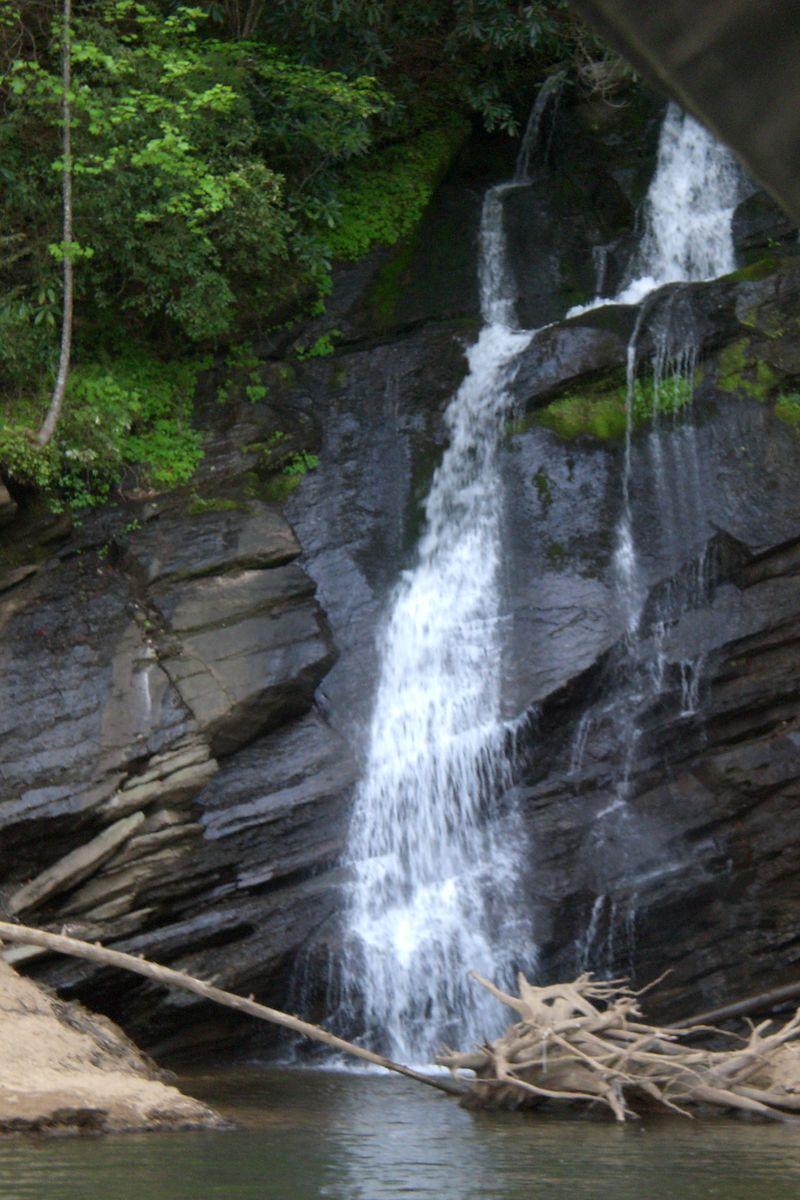Jocassee-waterfall